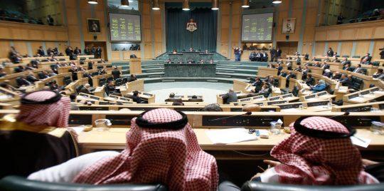 """الحكومة الأردنية تنقل معركة """"ضريبة الدخل"""" إلى مجلس النواب"""