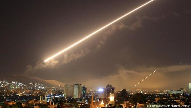 شهيد وإصابات بغارة إسرائيلية على موقع عسكري بسوريا