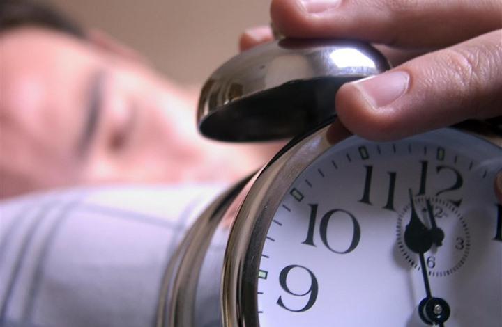 دراسة: النوم 10 ساعات بالليل يزيد خطر الإصابة بسكتة دماغية