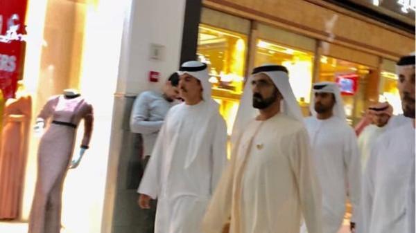 فيديو: قبل ساعات من بدء القمة العربية... محمد بن راشد يفاجئ السعوديين