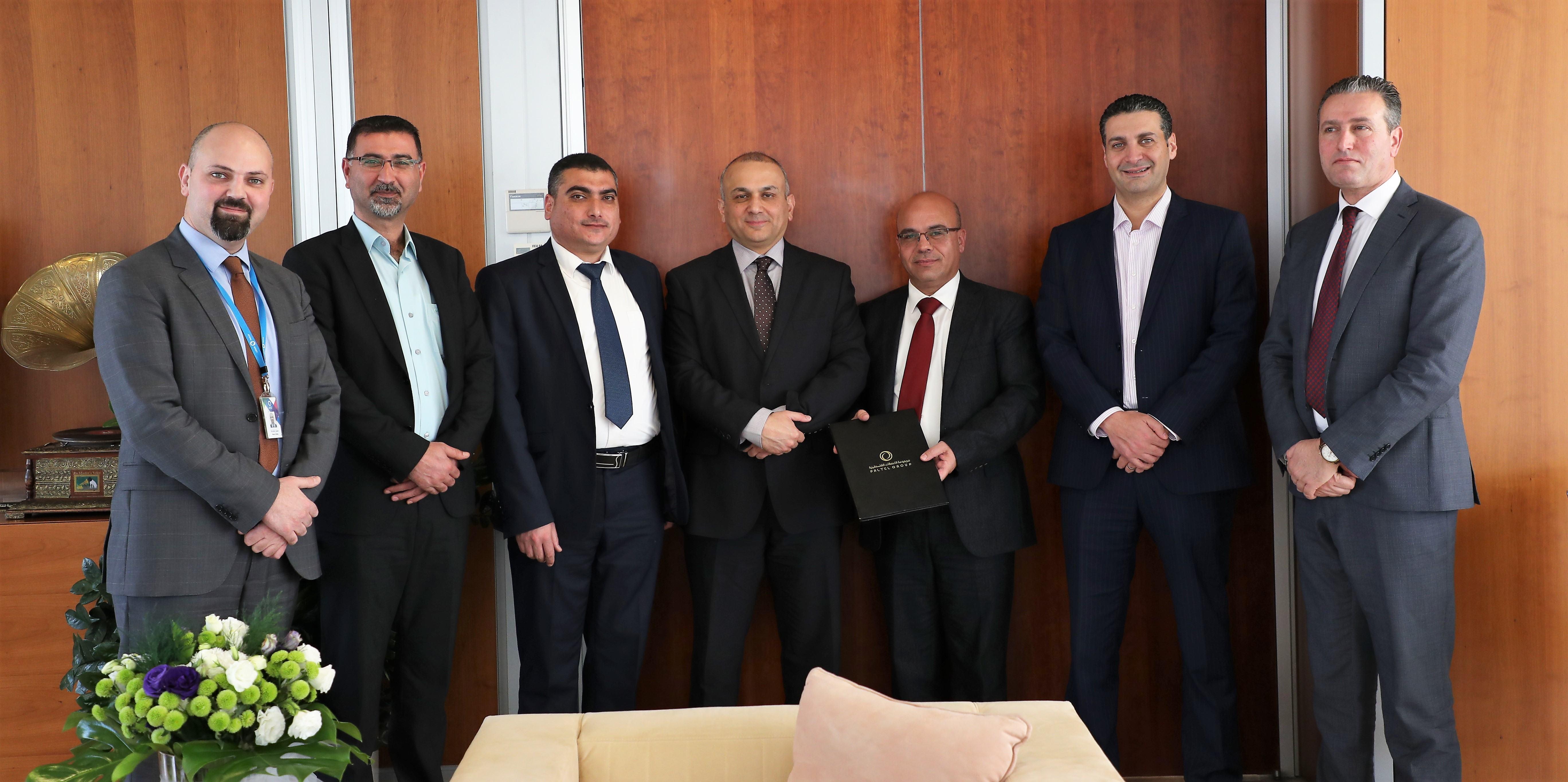 مجموعة الاتصالات الفلسطينية والجامعة العربية الامريكية توقعان اتفاقية تعاون