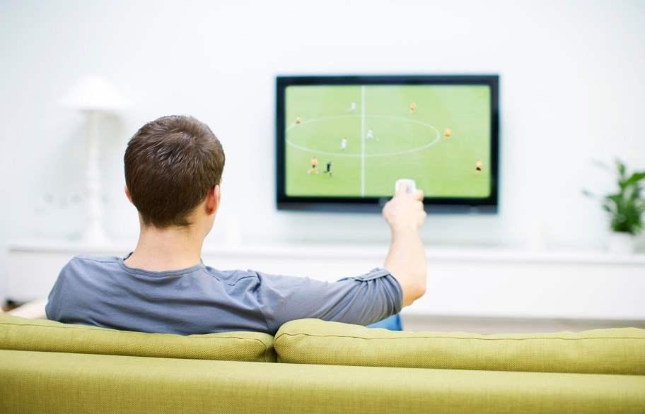دراسة:4 ساعات أمام التلفاز قد تعرض لسرطان القولون