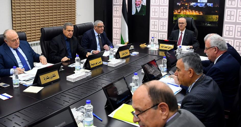 خلال جلستها الاسبوعية..حكومة رام الله لم تتطرق للموظفين المقطوعة رواتبهم بغزة