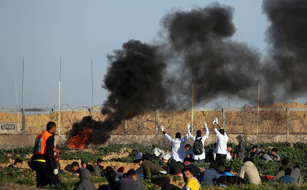 شهيدة و25 اصابة على حدود غزة