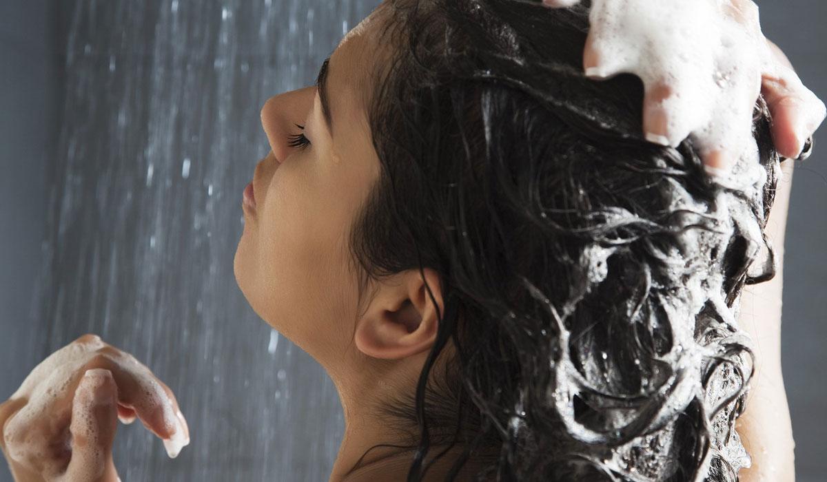 هل يتأثر…الشعر بغسله يومياً؟