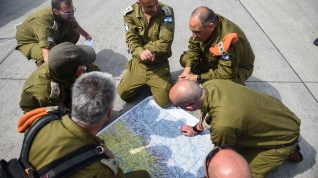 جنرالات إسرائيليون يهددون حماس في جولة على حدود غزة