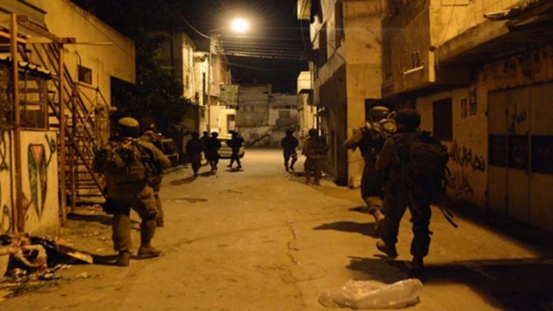اعتقالات ومداهمات بعدة مناطق بالضفة