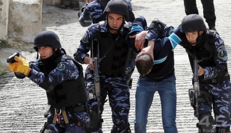 الشرطة تقبض على المطلوب الأول للاجهزة الأمنية بنابلس