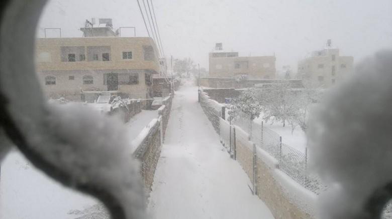 الأربعاء القدس والضفة تكتسيان بالثلوج وقطاع غزة بحبيبات البرد