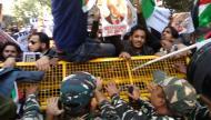 تظاهرات متفرقه تشهدها العاصمة  نيودلي ضد زيارة نتنياهو لجمهورية الهند