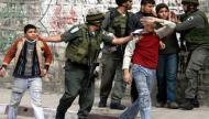 (300) طفل يقبعون في معتقلات الاحتلال الإسرائيلي