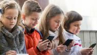 الأجهزة الذكية تسبب مشاكل بالصحة العقلية للأطفال