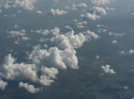 حالة الطقس: غائم جزئيا وفرصة لهطول زخات محلية