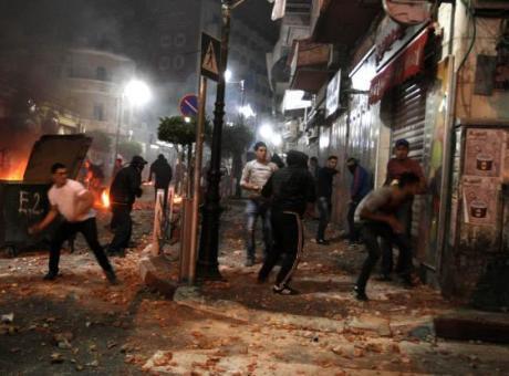إصابات بمواجهات عنيفة خلال اقتحام الاحتلال وسط رام الله