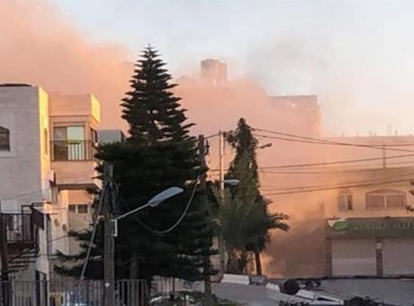 بعد أن فشل في هدمه.. الاحتلال يفجر منزل عائلة ابو حميد مرة ثانية