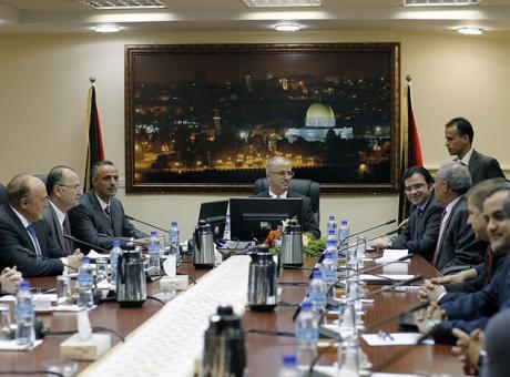 كيف سيؤثر اقتطاع أموال السلطة على الوضع في الضفة وغزة؟
