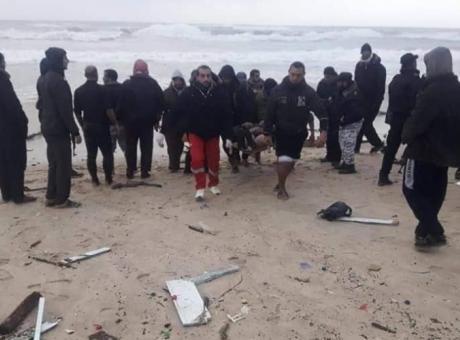 بالأسماء: انقاذ 6 صيادين مصريين وفقدان سابع في بحر وسط القطاع