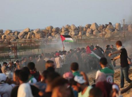 إصابات برصاص بحرية الاحتلال وبالاختناق قبالة شاطئ غزة