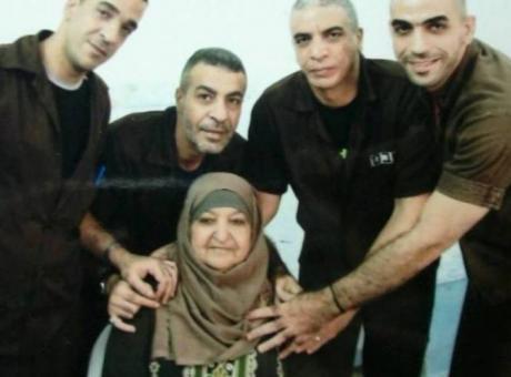 عساف يعلن تشكيل لجنة لإعادة بناء منزل عائلة أبو حميد