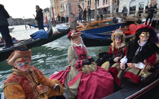 كرنفال البندقية السنوي في ايطاليا