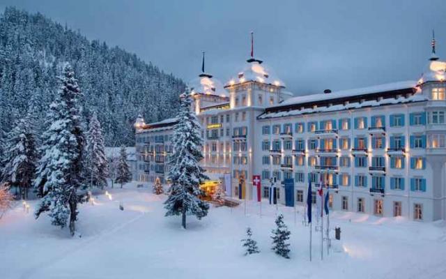 من منتجع للتزلج في سويسرا