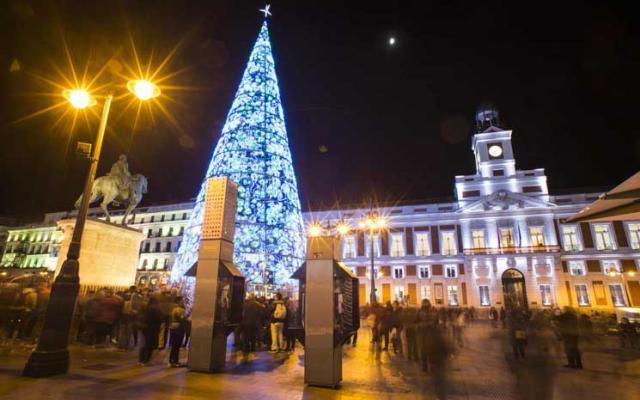مدريد بدأت الاحتفاء بأعياد الميلاد باكرا