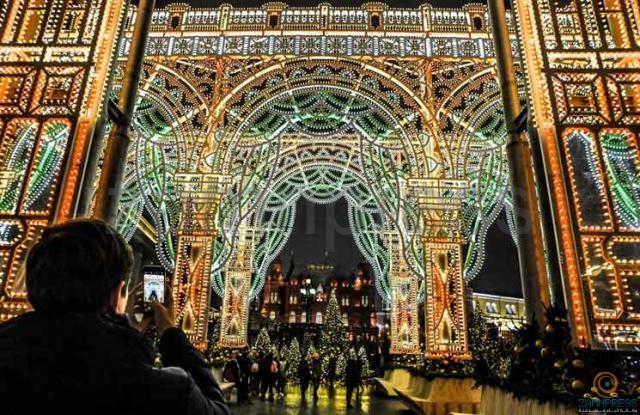 زينة عيد الميلاد أمام قصر الكرملين في موسكو