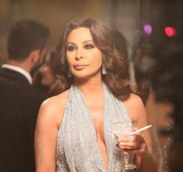 إليسا تعيد تغريدة لوزير سعودي تثير الجدل لبنانيا