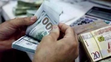 الدولار يهبط مقابل الشيكل