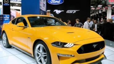 """سيارة موستانغ صفراء عصرية """"هدية"""" لناشطة سعودية """"حلمت بها"""""""
