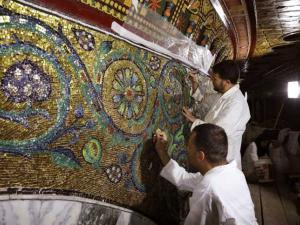 ترميم الزخارف الفسيفسائية في قبة الصخرة في القدس