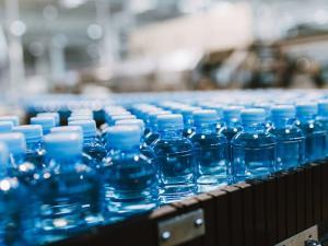 """""""الاقتصاد"""": المياه المعدنية في السوق سليمة وصحية"""