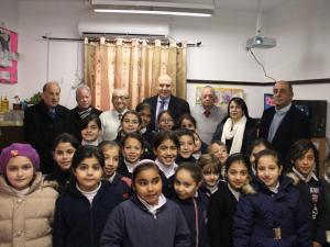 """""""بنك القدس"""" يقدم دعمه لصندوق الطالب المحتاج  في مدارس الأقصى الإسلامية بالقدس"""