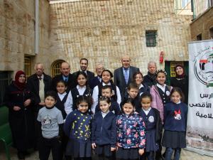 """""""بنك القدس"""" يجسد المسؤولية المجتمعية بدعم مدارس رياض الاقصى الاسلامية للمرة الثالثة على التوالي"""