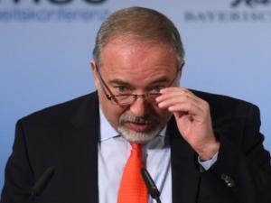 ليبرمان يجري مشاورات أمنية مع قادة الجيش بشأن التوتر في غزة
