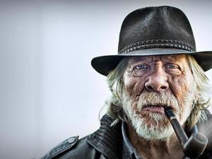 لماذا يعيش بعض المدخنين لعمر الثمانين بدون اي مشاكل صحية؟ لماذا يعيشون لفترة اطول من غيرهم؟