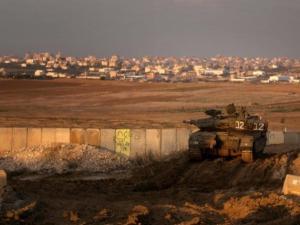 آلية إسرائيلية تطلق النار تجاه نقطة رصد للمقاومة شرقي المغازي