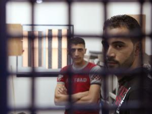 الاحتلال يصدر (40) أمر اعتقال إداري بحقّ أسرى