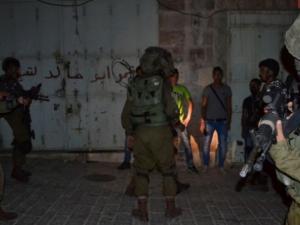 نادي الأسير: الاحتلال يعتقل (26) مواطناً بينهم سيّدة