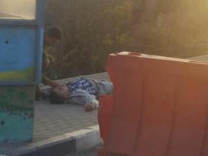 """إصابة شاب فلسطيني إصابة وصفت بالخطرة عقب تنفيذه عملية طعن أسفرت عن إصابة مستوطن قرب مفترق """"غوش عتصيون"""" جنوب بيت لحم."""