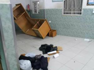 """بالصور ...مقتل """"مهرب""""برصاص الأمن وعائلته تحرق سيارتين للشرطة"""