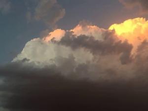 حالة الطقس: تقلبات جوية.. رياح ساخنة وفرصة لأمطار خفيفة