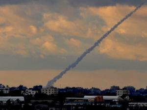 """هكذا أضعفت صواريخ غزة """"نتنياهو"""" في معاقله"""