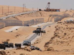 """لماذا يسمي الجيش الإسرائيلي حدود رفح وخانيونس بـ""""خط الدبابير""""؟"""