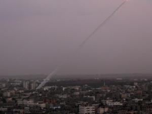 """إطلاق 3 صواريخ من قطاع غزة نحو """"مستوطنات الغلاف"""""""