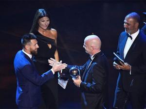 ميسي يفوز بجائزة أفضل لاعب في العالم