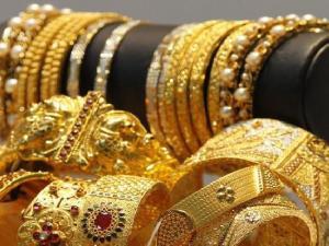 الذهب يقفز مع تراجع الدولار