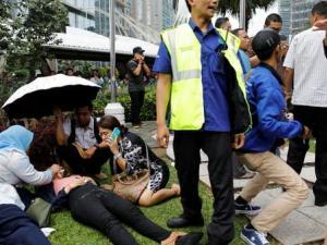 إنهيار الطابق الثاني في بورصة إندونيسيا وإصابة نحو عشرة أشخاص- (صور)
