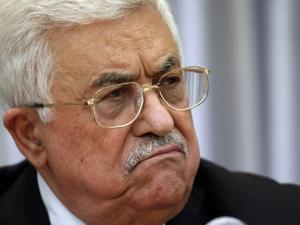 """وزير """"اسرائيلي"""" يقترح منع الرئيس عباس من العودة للضفة"""