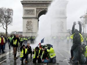 """فرنسا: إجراءات أمنية مشددة في باريس تحسبا لمظاهرات الأسبوع الخامس """"للسترات الصفراء"""""""